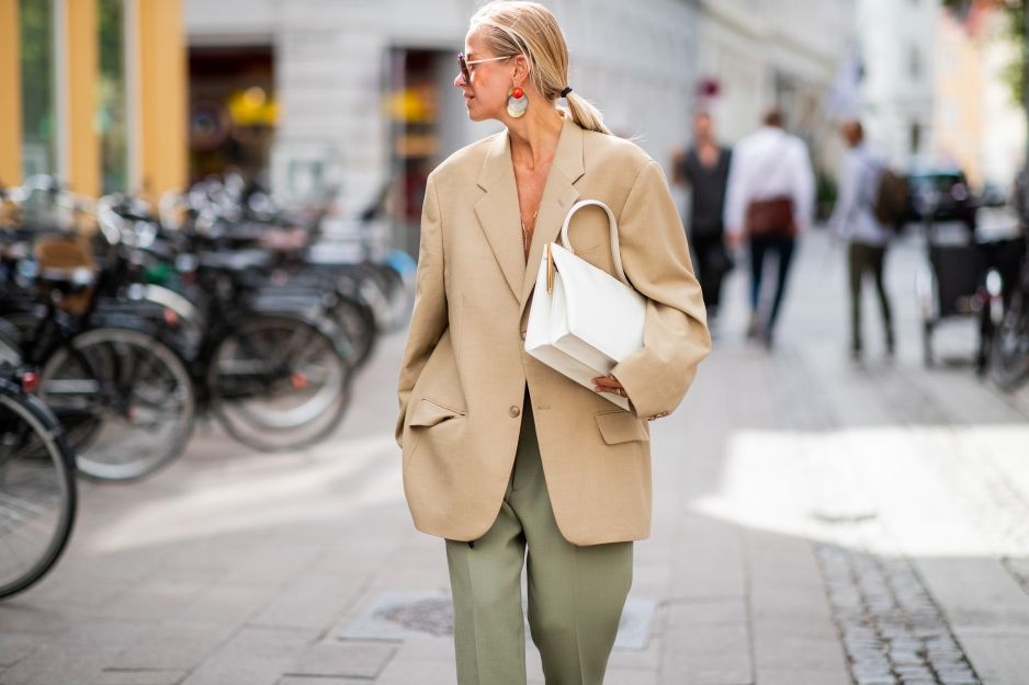 Modne kolory na jesień 2018 Pantone: Almond Buff