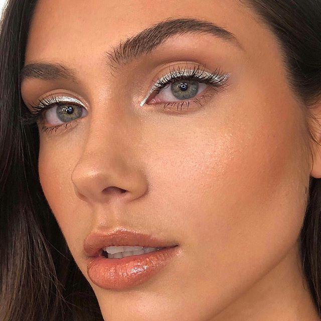 Srebrny Eyeliner Hit W Makijażu Na święta I Sylwestra Kobietapl