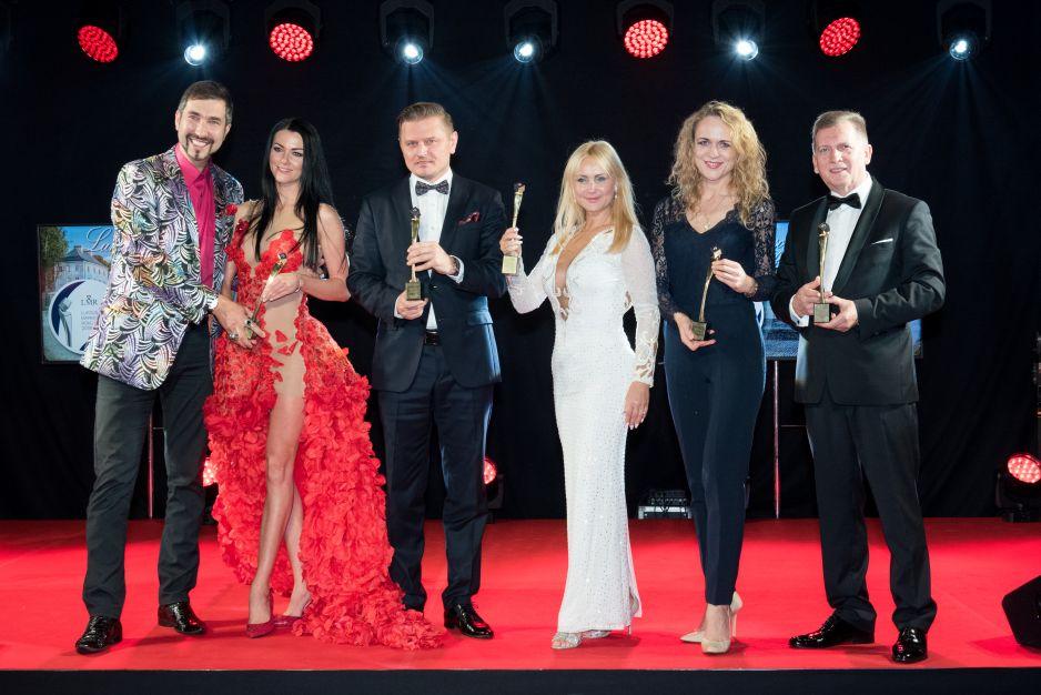 """Laureaci statuetki """"Twórca Luksusu Roku 2018"""": Wiesław Bober, Jędrzej Wittchen, Marcin Paździor, Beata Drzazga, Ewelina i Marcin Muszyńscy"""