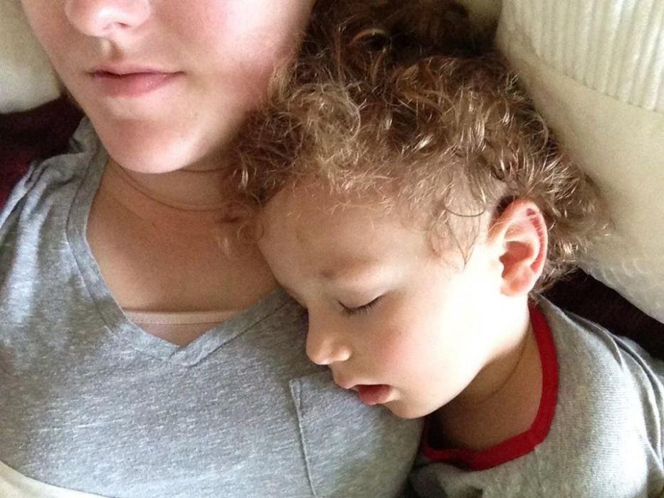 Twoje dziecko śpi w ten sposób? Uważaj, to może być niebezpieczne!