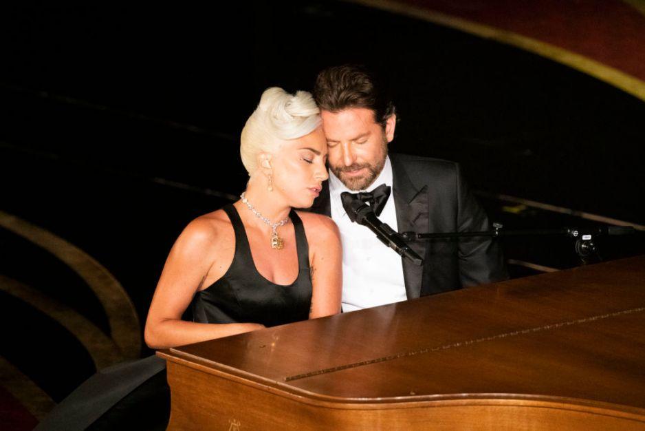 """Lady Gaga i Bradley Cooper w utworze """"Shallow"""" podczas Oscarów 2019"""
