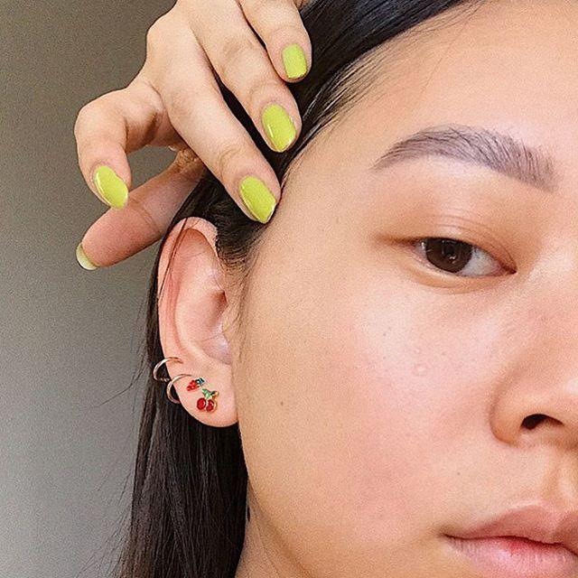 Modne paznokcie kolory na wiosnę 2019: limonkowy