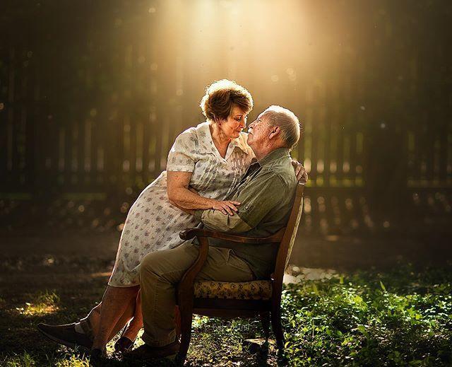 Romantyczne zdjęcia starszych par udowadniają, że miłość się nie starzeje - Kobieta.pl
