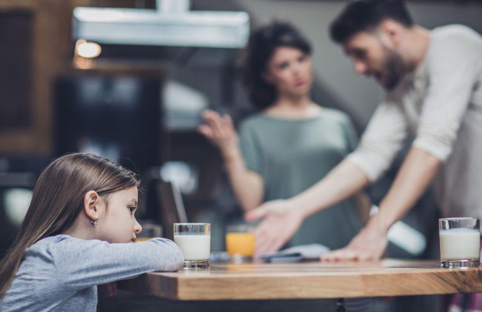 Kłótnia rodziców przy dziecku