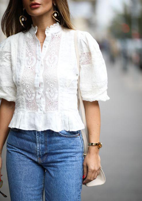 Bluzka ze stójką trendy moda wiosna 2020