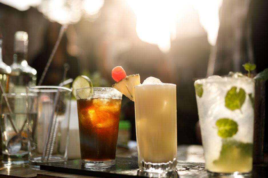 Pina colada - przepis na drinka. Z czym pije się pina colade?