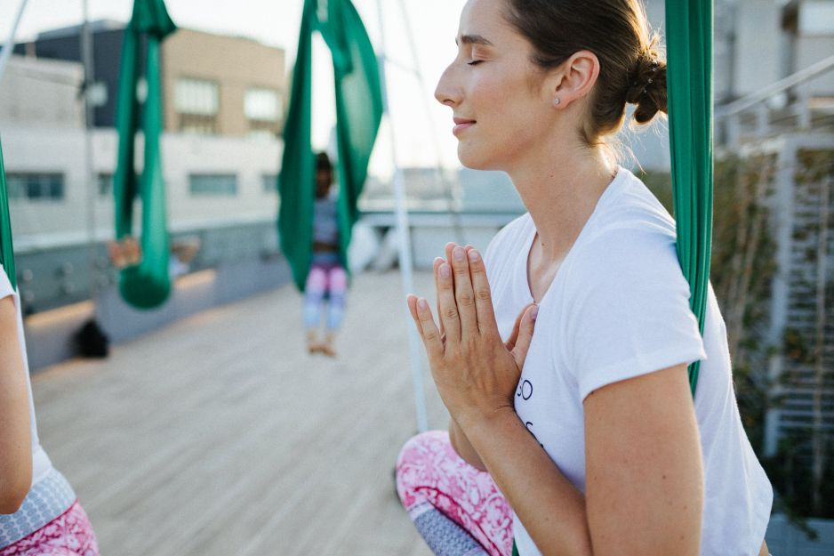 Ten trend podbił serca kobiet na całym świecie! Czym jest aerial joga?