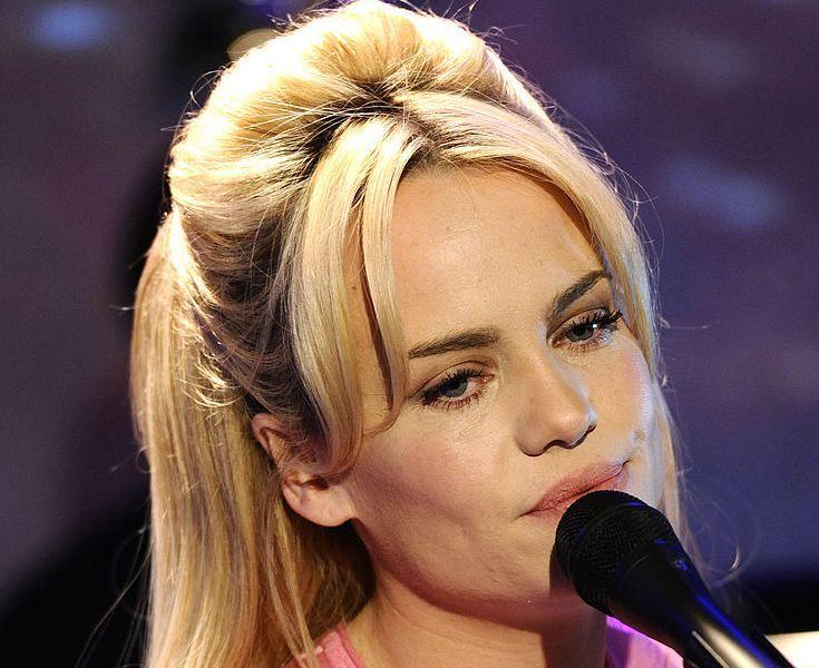 """Piosenkarka Duffy wyjawia wstrząsającą prawdę: """"Zostałam odurzona narkotykami i zgwałcona"""""""