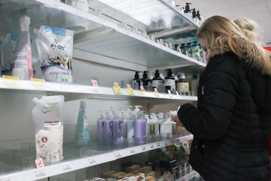 Rossmann w związku z koronawirusem wprowadza ograniczenia w zakupach: chodzi o mydło, papier i żele antybakteryjne