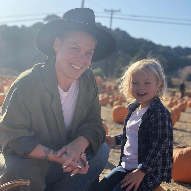 Pink i jej 3-letni synek mieli koronawirusa: artystka przekazała milion dolarów na walkę z COVID-19