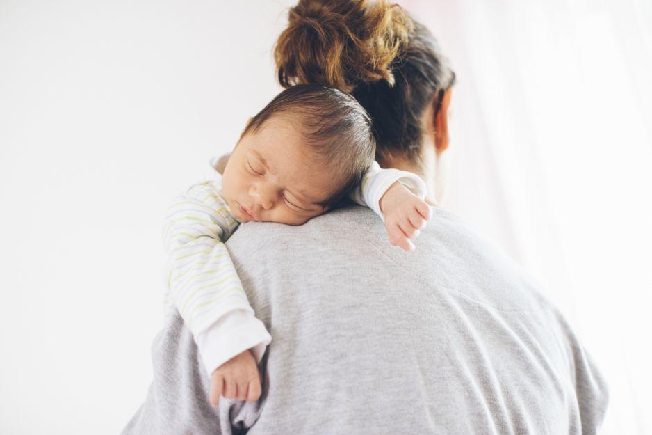 Sen niemowlaka: jak radzić sobie z płtykim snem u dziecka?