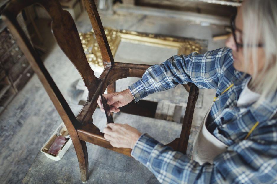 Jak odnowić meble: wskazówki jak odrestaurować stare meble drewaniane