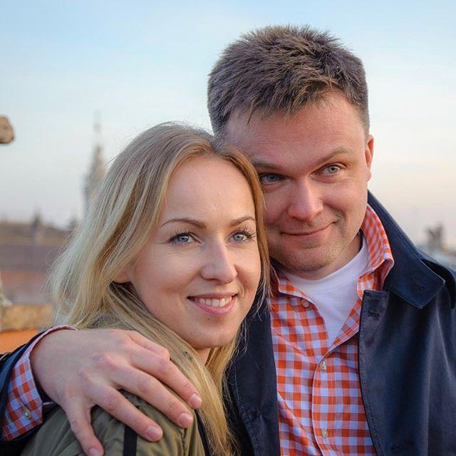 Szymon Hołownia broni żony