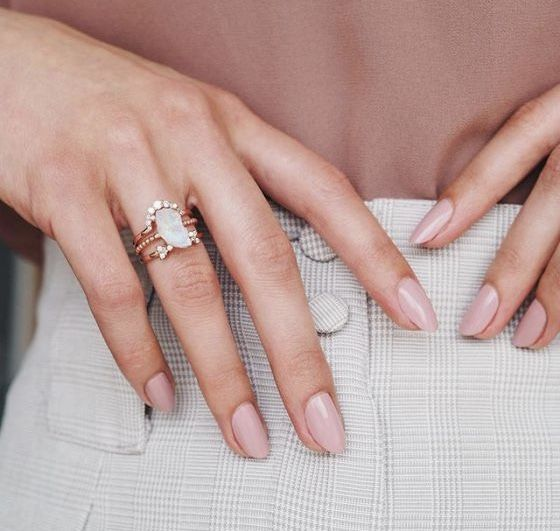 Modne paznokcie na lato: rose nails