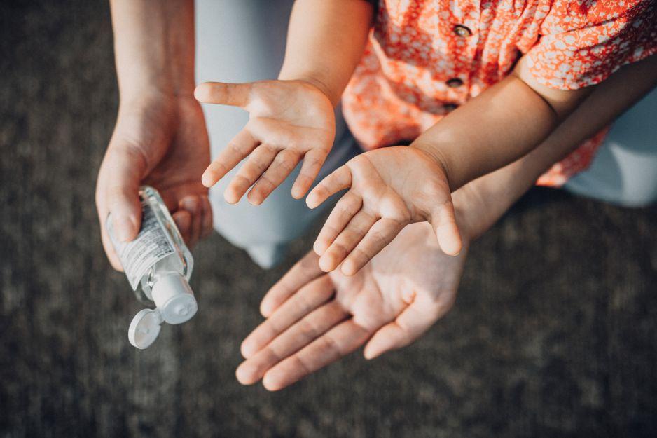 Częste stosowanie preparatów do dezynfekcji rąk ma groźne skutki dla naszego zdrowia. Powód Was zaskoczy!