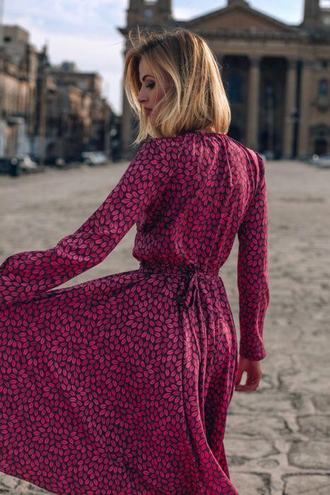 Sukienka wyszczuplająca na jesień