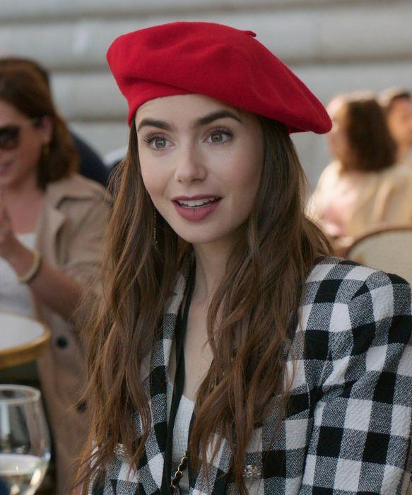 Emily in Paris - genialne stylizacje nie tylko dla paryskiej dziewczyny