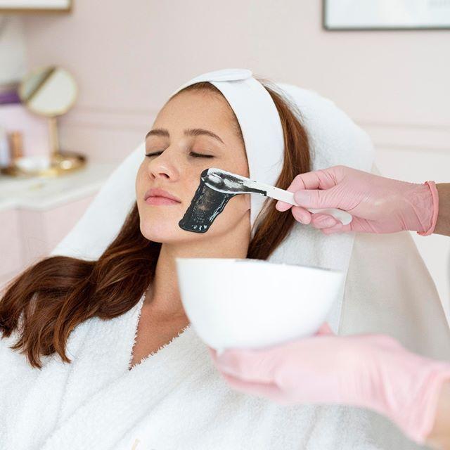 Oczyszczanie twarzy u kosmetyczki