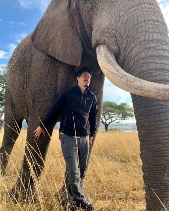 Tomek Michniewicz podczas podróży po Afryce