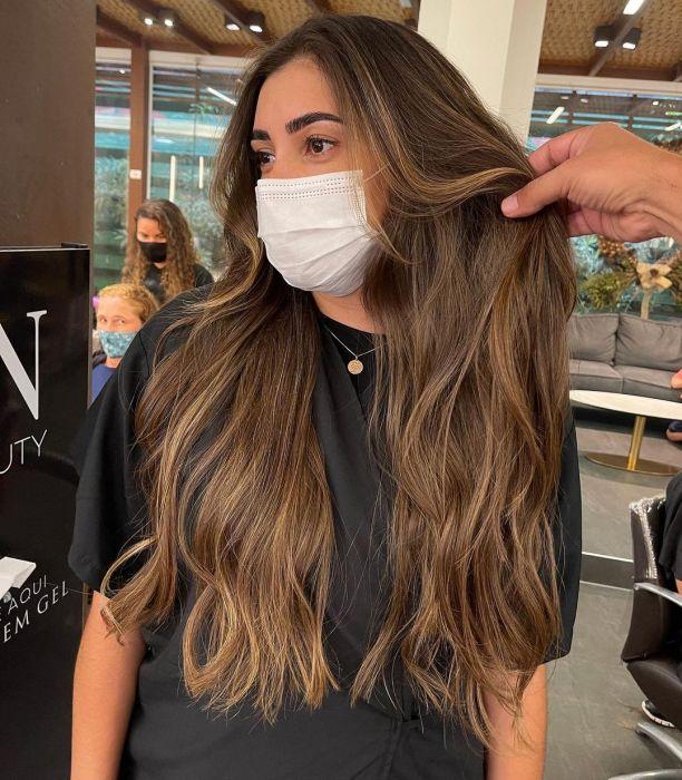 Maska humektantowa to najlepszy przyjaciel dla Twoich włosów. Jak ją stosować, by osiągnąć olśniewający efekt