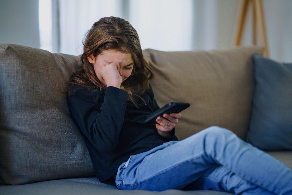 """Niebezpieczna zabawa na """"Tik Toku"""" doprowadziła do śmierci 10-latki. Co się stało?"""