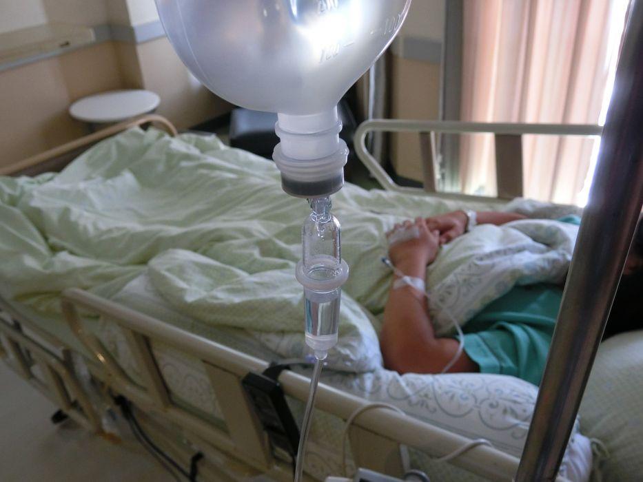 """Ten wpis lekarza po ratowaniu dziecka po próbie samobójczej powinien nas obudzić: """"Dziecko wykrzyczało swoją rozpacz"""""""