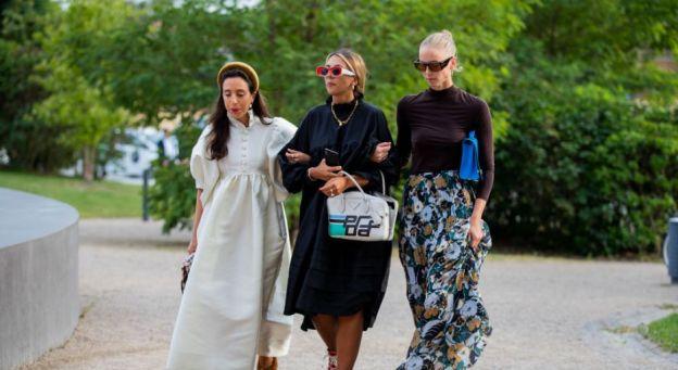 """Trendy moda jesień 2019: """"tent dress"""", czyli luźna sukienka"""