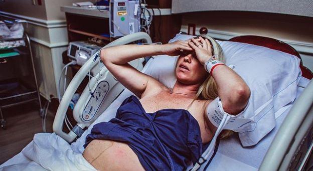 """""""Byłam sama, z widmem hospitalizacji i samotnego porodu. Nie tak to sobie wyobrażałam"""" - wspomnienia mam, które rodziły w trakcie pandemii"""