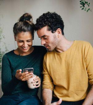 Ja Cię kocham, a Ty scrollujesz - czyli jak unikać wpadek w związku?