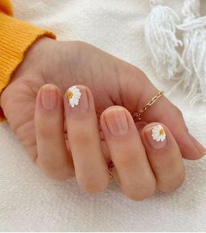 Kwiatowe wzorki na paznokciach, które nie trącą kiczem - udało nam się takie znaleźć!