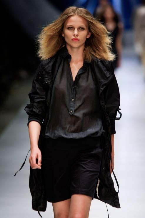 4. Zdjęcie  - Czarna elegancja