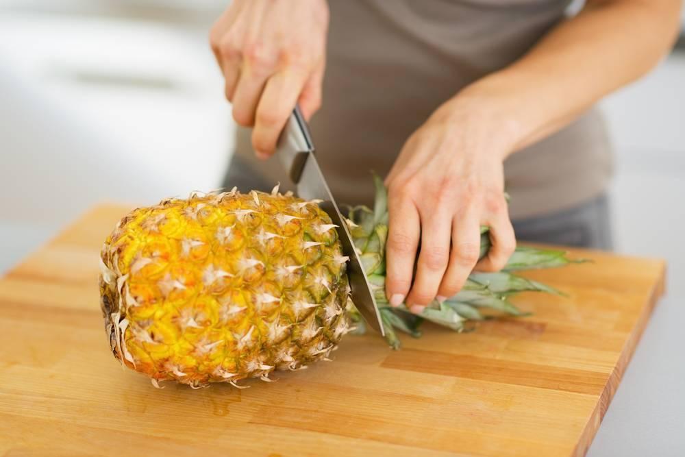 1. Zdjęcie  - Jak obierać i kroić ananasa?