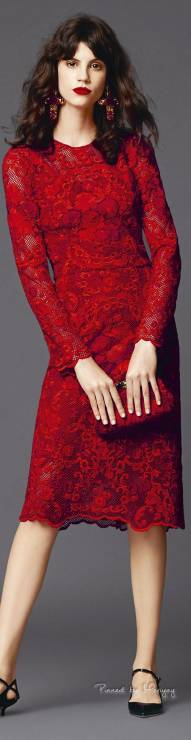 12. Zdjęcie  - Jak nosić czerwoną sukienkę?