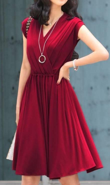 10. Zdjęcie  - Jak nosić czerwoną sukienkę?