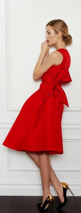 4. Zdjęcie  - Jak nosić czerwoną sukienkę?
