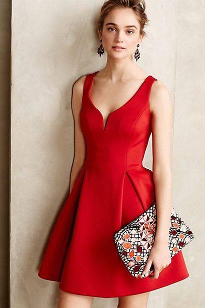 2. Zdjęcie  - Jak nosić czerwoną sukienkę?