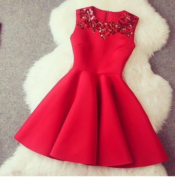 5. Zdjęcie  - Jak nosić czerwoną sukienkę?
