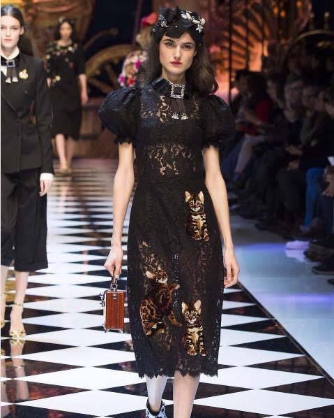 czarna-koronkowa-sukienka - Jakie dodatki do czarnej sukienki?