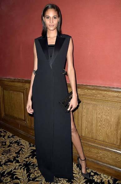 czarna-sukienka-dodatki - Jakie dodatki do czarnej sukienki?
