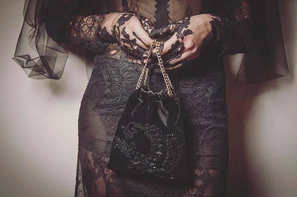 torebka-do-czarnej-sukienki - Jakie dodatki do czarnej sukienki?