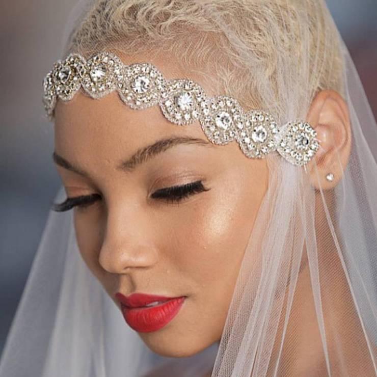 Fryzura ślubna dla krótkich włosów z welonem - 17 oszałamiających fryzur ślubnych dla KRÓTKICH włosów
