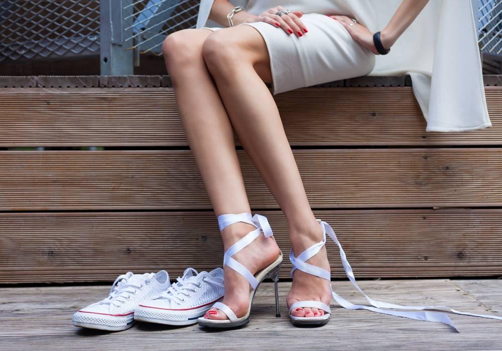 Nogi ułożone skośnie Sposób siedzenia zdradza twój charakter!