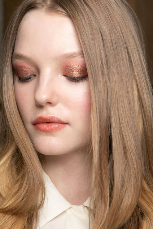 """Fairy dust: największy trend makijażowy na święta - """"Fairy dust"""" to największy makijażowy trend na święta 2018"""