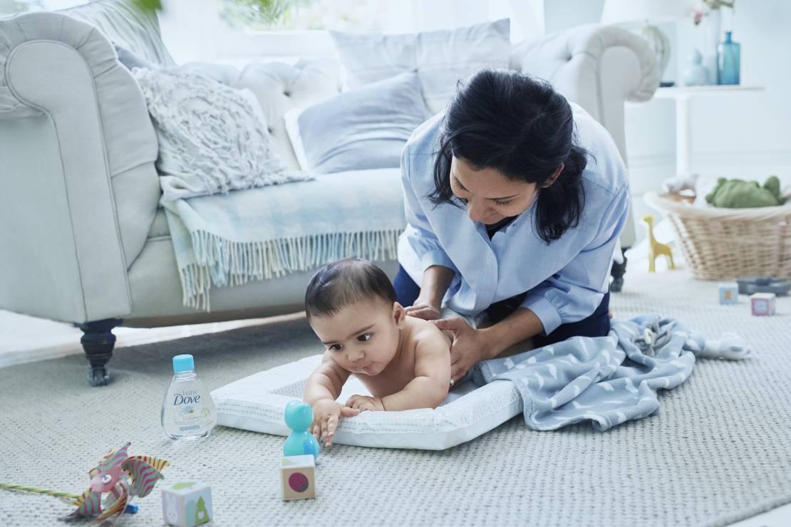 Pielęgnacja niemowlaka - Pielęgnacja niemowlaka: chusteczki, krem, szampon... Sprawdź, co Baby Dove przygotowało dla mam!