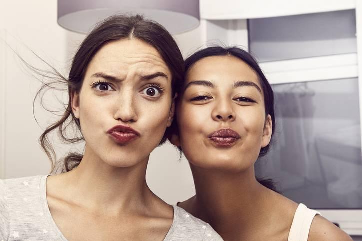 Facefitness - na czym to polega? - Fitness twarzy: 6 ćwiczeń, które skutecznie wygładzą zmarszczki