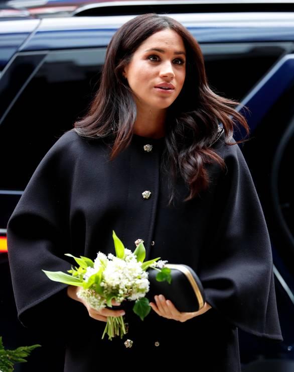 Meghan Markle wraz z księciem Harrym pojawiła się przed budynkiem Wysokiej Komisji Nowej Zelandii w Londynie by oddać hołd ofiarom zamachu terrorystycznego w Christchurch. - Meghan Markle przerwała urlop macierzyński. Powód jest zaskakujący