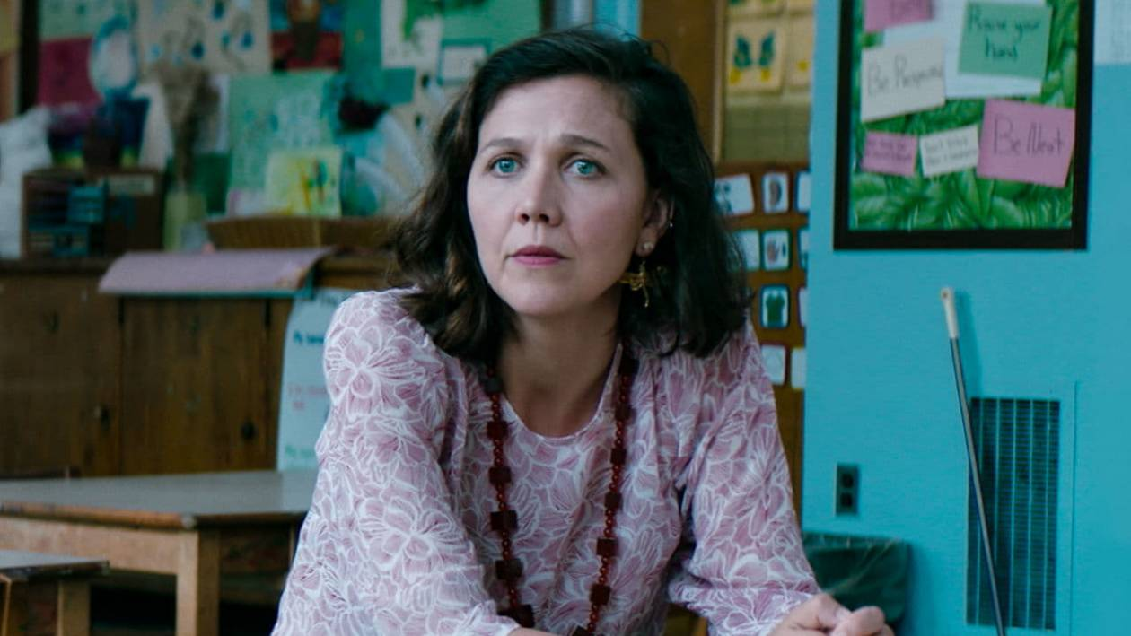 """Maggie Gyllenhaal w filmie """"Przedszkolanka"""" - Maggie Gyllenhaal – od sekretarki do przedszkolanki. Jej rola w """"Przedszkolance"""" zachwyciła krytyków"""