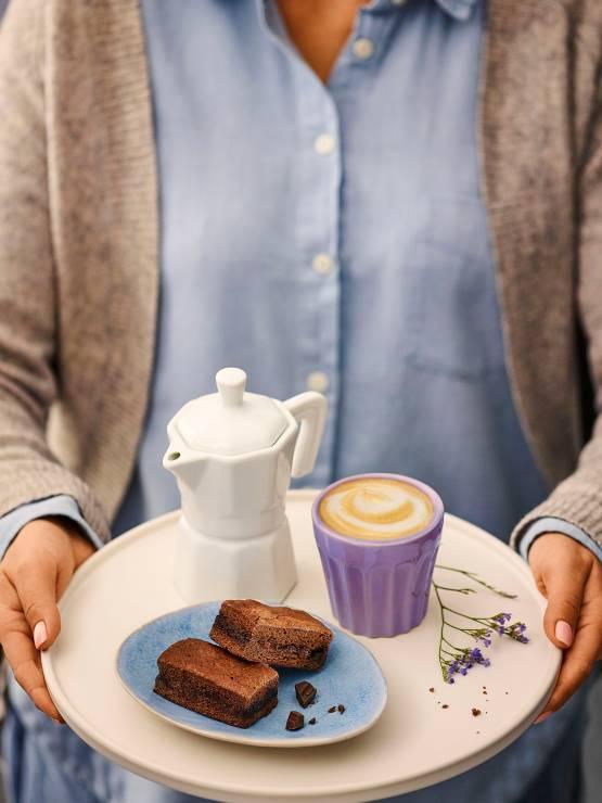 Milka Choco Brownie jest idealne na moment relaksu i odpoczynku oraz jako przyjemna nagroda tylko dla siebie: doskonale miękkie, intensywnie czekoladowe ciastko z kawałkami czekolady Milka i rozpływającym się w ustach czekoladowym środkiem. - To najpopularniejsze ciasto świata. Powstało dzięki pomyłce