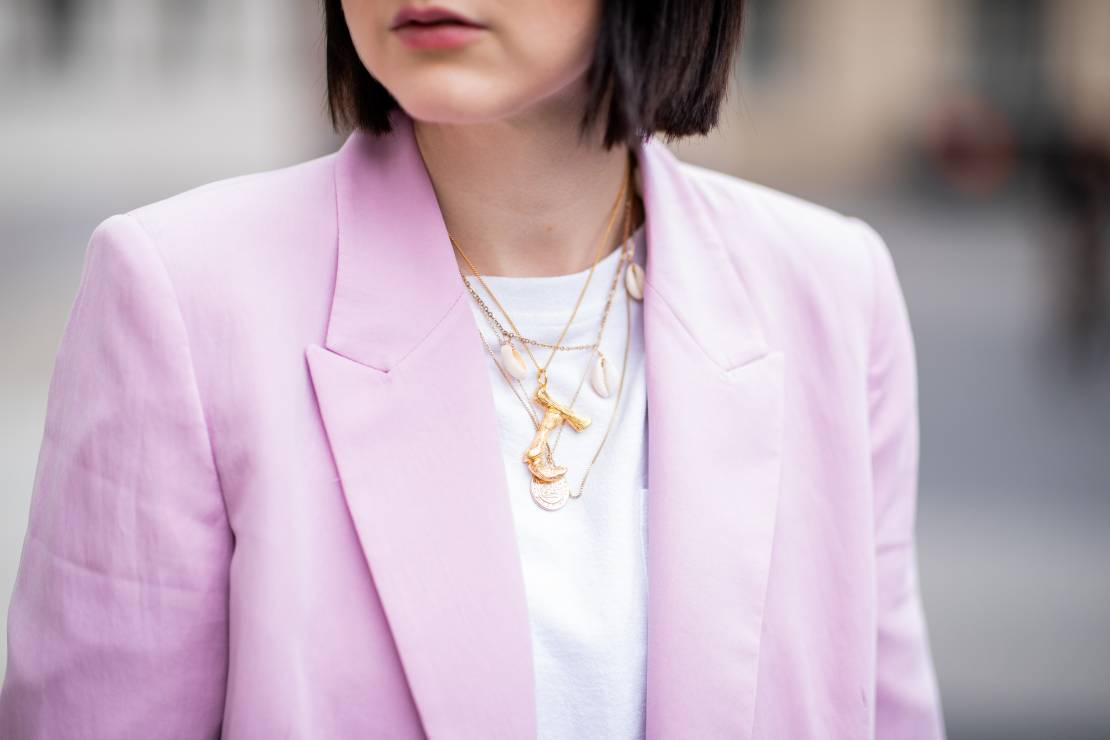 Biżuteria na lato - Trendy moda lato 2019: co każda kobieta powinna spakować na wakacje?