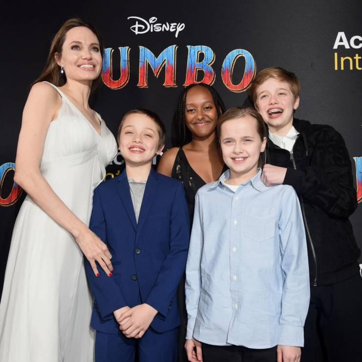 Angelina Jolie z dziećmi - Córka Angeliny Jolie zmienia płeć: Shiloh Jolie-Pitt jest w trakcie terapii hormonalnej
